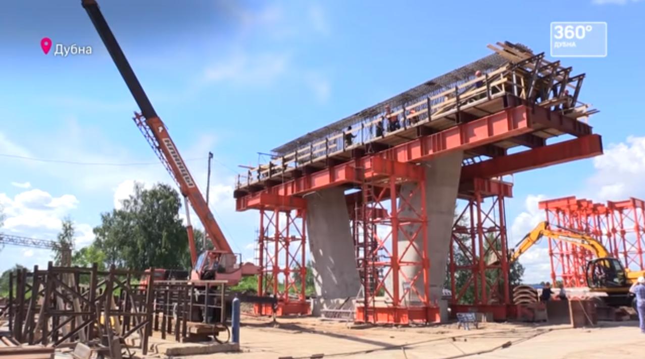 Некоторые опоры моста через Волгу в Дубне уже приобрели узнаваемые очертания